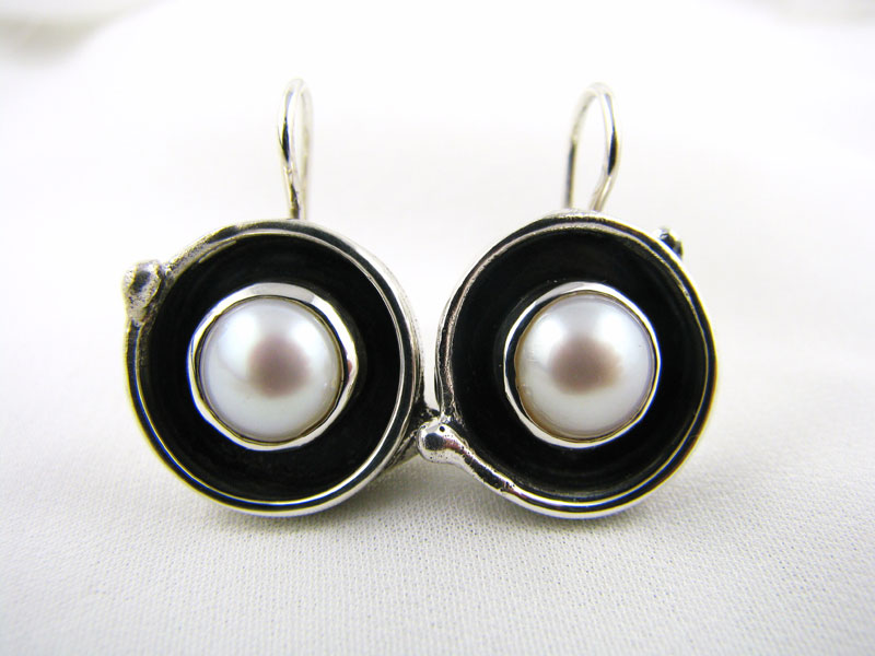 Medium Fused Pearl Earring