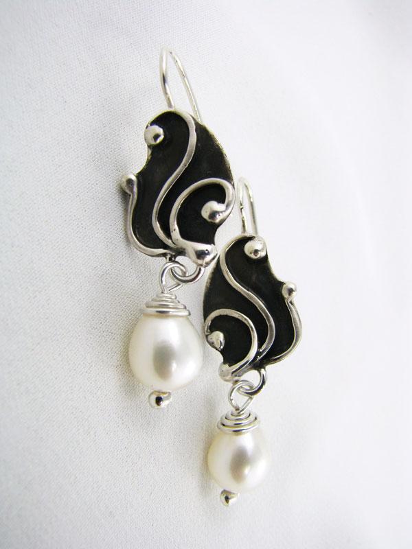 Swirl Line Pearl Drop Earring
